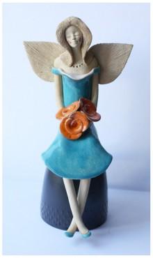 Anioł błękitny z różami