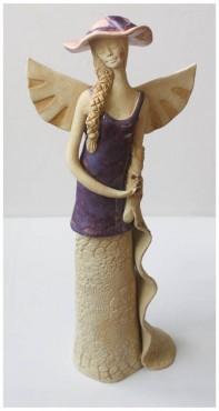 Dama w fioletowej sukni z szalem