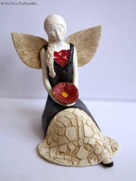 Anioł z kwiatuszkiem