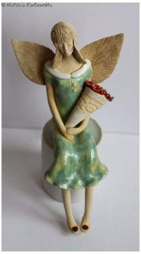 Anioł w sukience muszelkowej