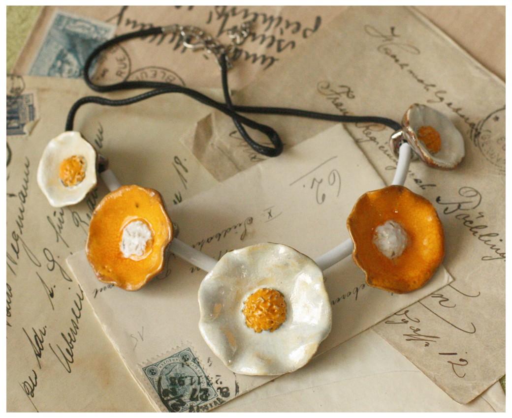 Wisior kwiatowy perłowo-żółty