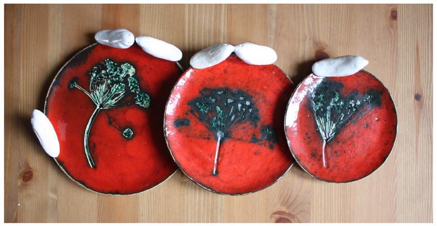 Komplet czerwonych talerzyków