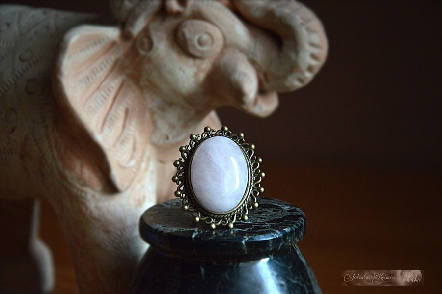 Pierścień Królowej Gwiazd  Kwarc różowy Kolekcja vintage