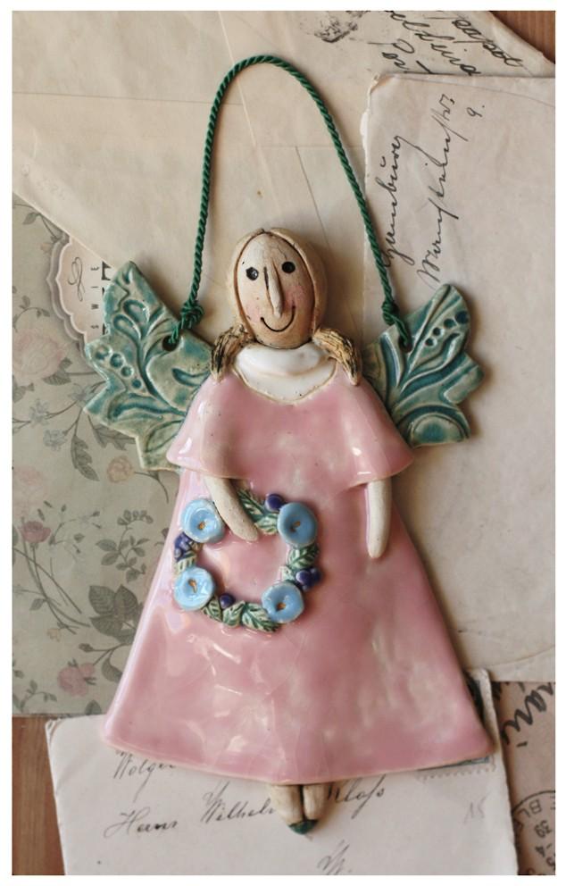 Aniołek różowy z wianuszkiem