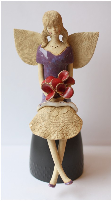 Anioł fioletowy z różami