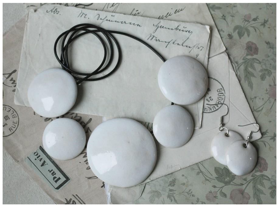 Zestaw białej ceramicznej biżuterii