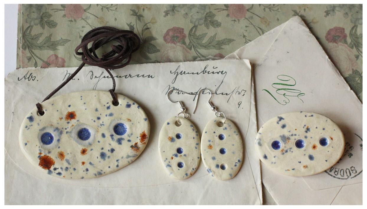 Komplet biżuterii ceramicznej nakrapiany