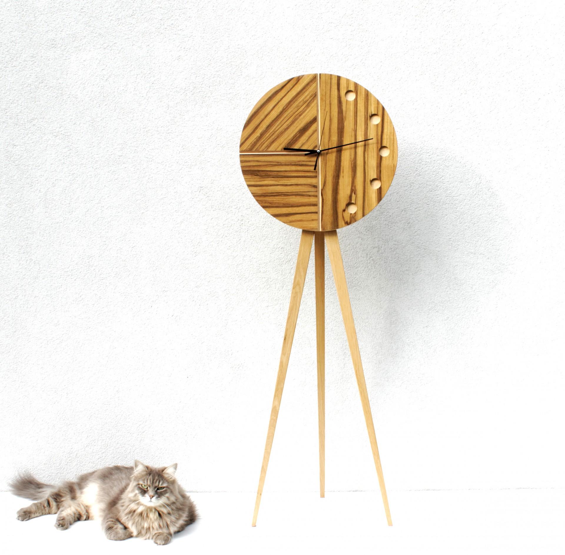 Duży, drewniany zegar stojący. Cichy mechanizm. Wykonany ręcznie