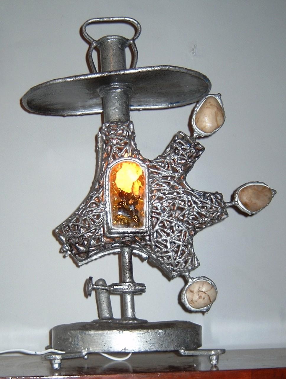Rzeźba -lampa